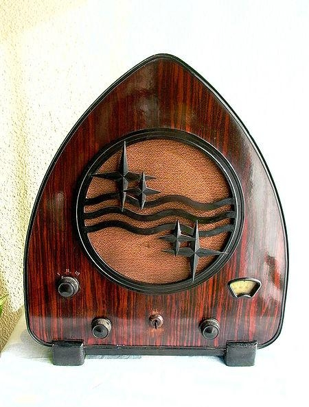 4. Philips chapel radio model 930A, 1931