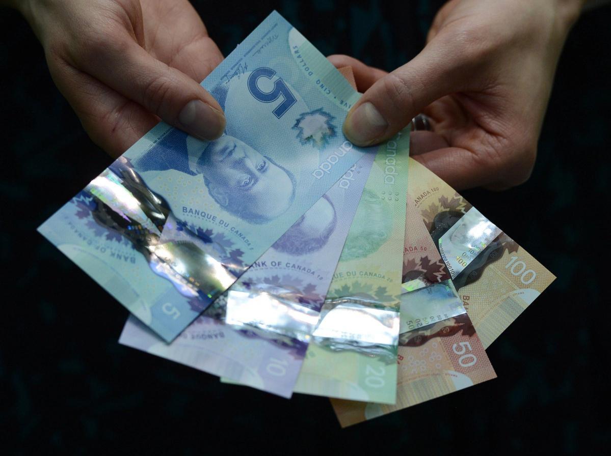 Пять банкнот канадского доллара