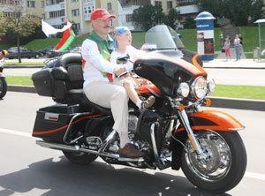 Глава государства выехал на мотоцикле Harley-Davids on Ultra Classic Electra Glide