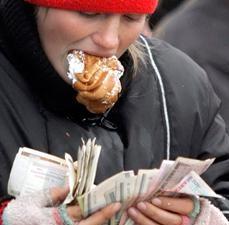 Президент Лукашенко хочет, чтобы средняя зарплата была 500 долларов
