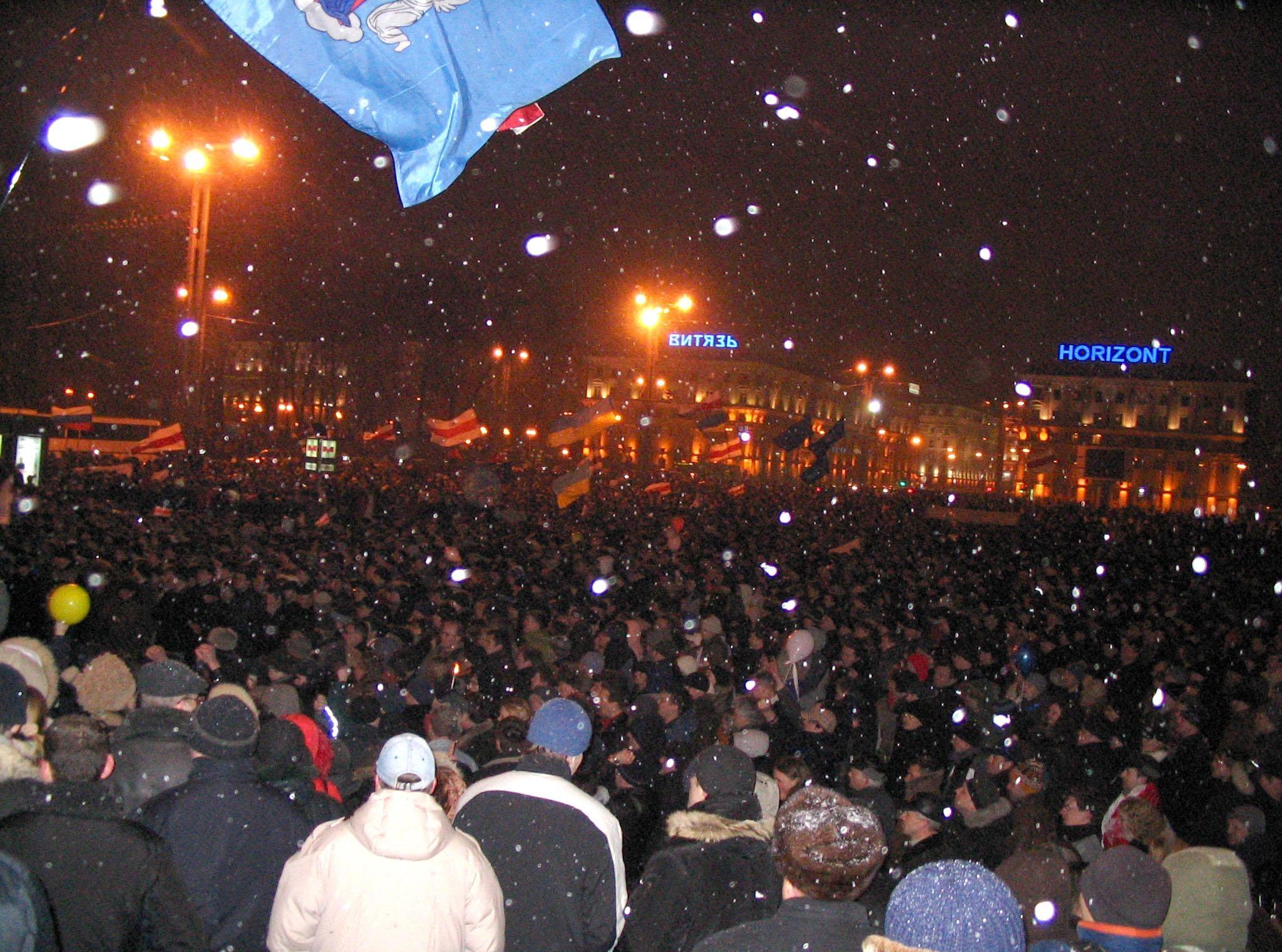 Протесты опозиции на Октябрьской площади