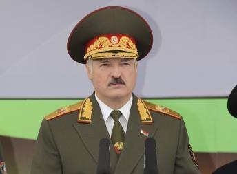 Президент А. Лукашенко на военном параде по случаю Дня Независимости 3 июля 2011