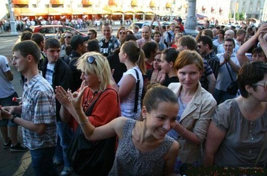 Тысячи людей стали участниками акций молчаливого протеста в Беларуси