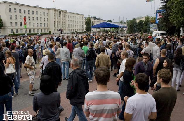 «Молчаливый» протест в десятках городов Беларуси