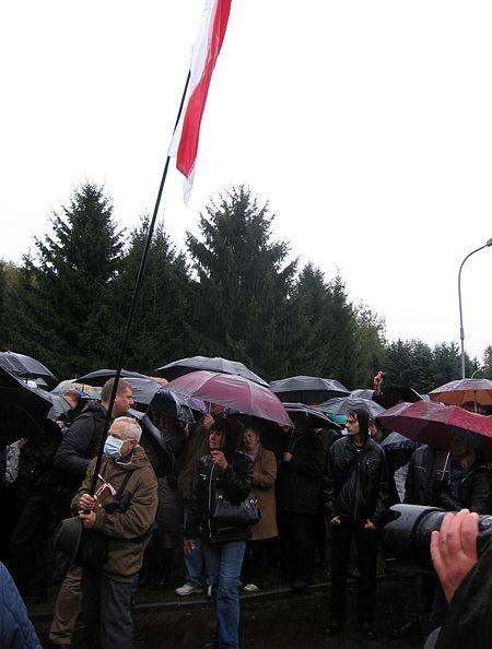 Участники акции в Минске на площади Бангалор