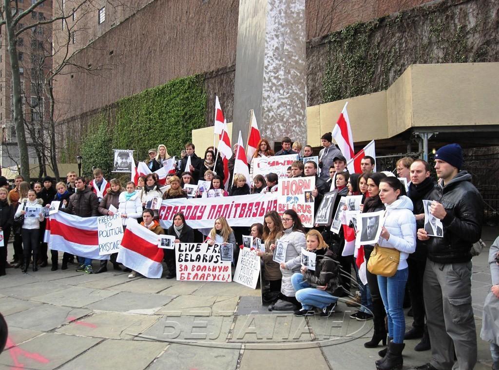 Представители белорусской диаспоры США провели в Нью-Йорке акцию поддержки политзаключенных Беларуси