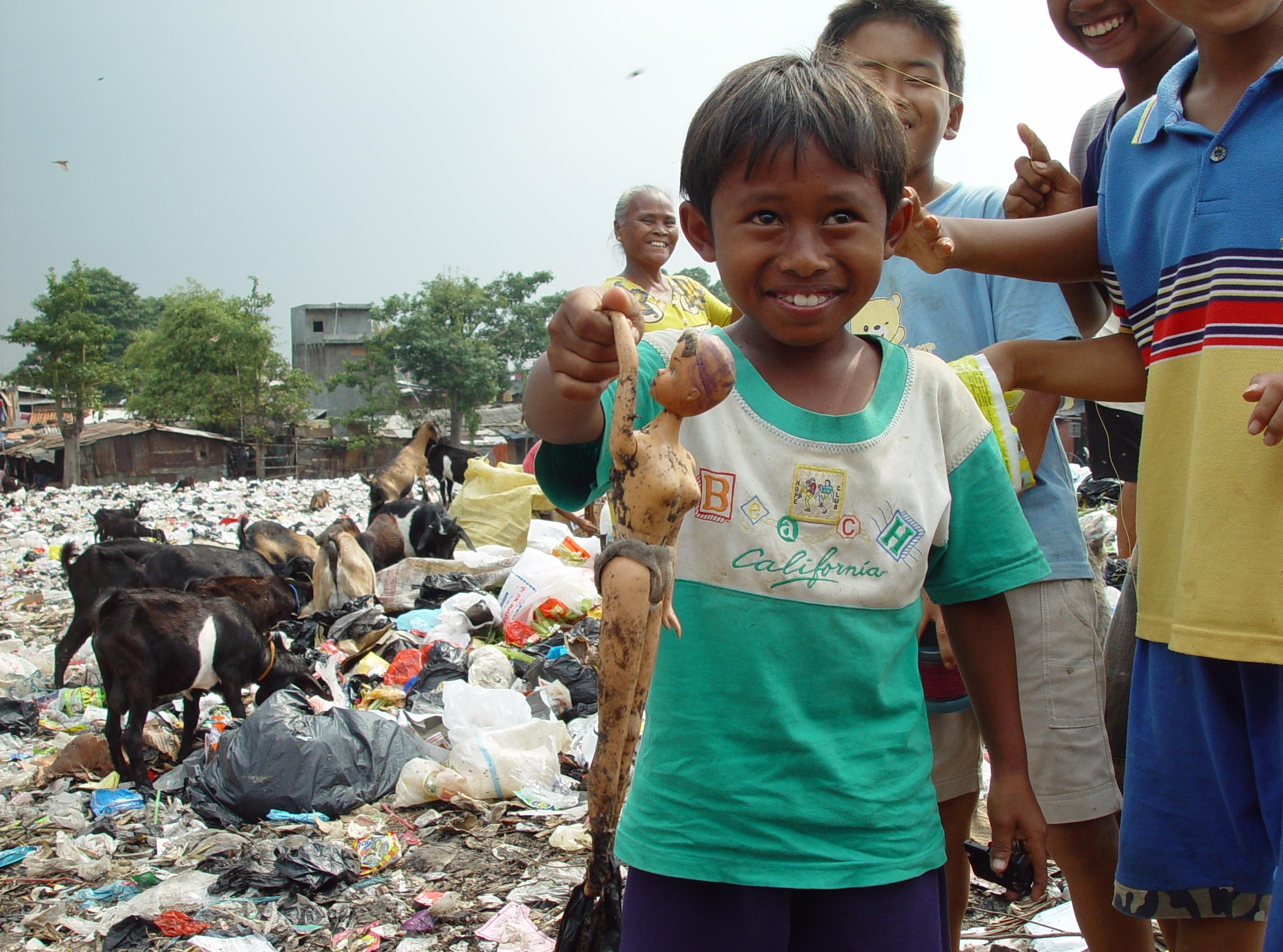 child poverty in developing countries Investment in education varies largely among developing countries, from 12 per cent of gdp in indonesia to 99 per cent of gdp in jamaica or 59 in the philippines, according to the unesco (2002.