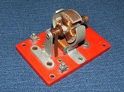1.1. Коллекторный двигатель постоянного тока с двухполюсным статором и с трёхполюсным ротором