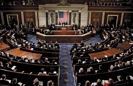 Конгресс США принял бюджет на два года и увеличил военные расходы